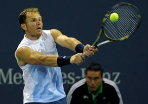Russell ousts Tursunov at Farmers Classic