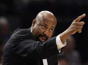 Knicks give coach Mike Woodson multiyear extension