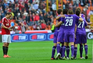 Fiorentina stun Milan to boost Juventus title hopes