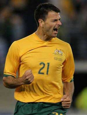 Australia striker Sterjovski heads to China