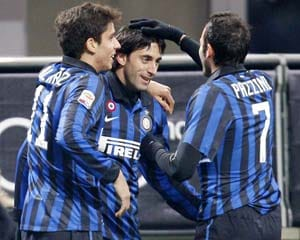 Five-goal Inter keep hopes alive as Lazio crash