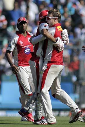 Karthik's wicket helped us beat Mumbai: Hussey