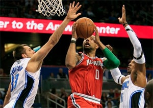 Howard helps Orlando Magic finish sweep of Milwaukee Bucks