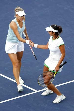 Sania-Vesnina in Family Circle Cup's doubles quarters
