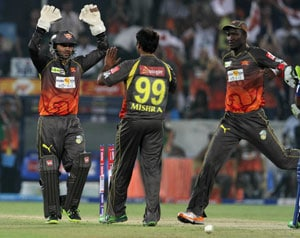 IPL 2013: Hyderabad keep home record intact with 6 wicket win over Delhi