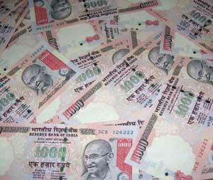 Tri-series final: Cricket betting syndicate busted in Delhi