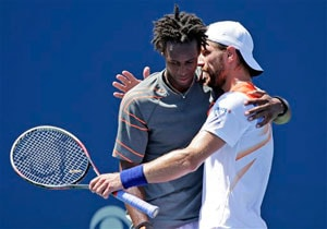 Jurgen Melzer lifts Winston-Salem title as injured Gael Monfils quits final