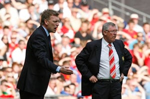 Recovering from hip surgery, Alex Ferguson guides David Moyes