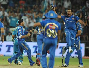 IPL 5: Mumbai Indians clinch 1-run win against Pune Warriors