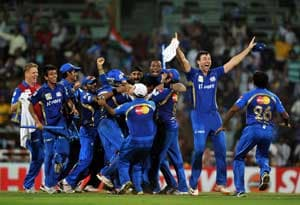 IPL 2013: Celebs take to twitter to congratulate Mumbai Indians