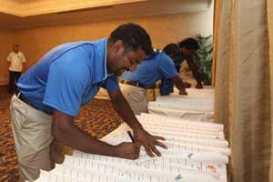 Murali, Shah pledge to donate eyes