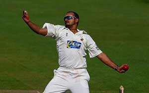 "Murali Kartik jeered by county fans for ""Mankading"""