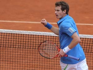 Murray wins endurance battle to reach quarters