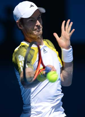 Andy Murray defeats Robin Hasse to move ahead