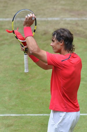 Rafael Nadal makes winning start on grass at Halle