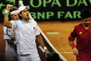 Nalbandian, Schwank cut Spain's lead to 2-1