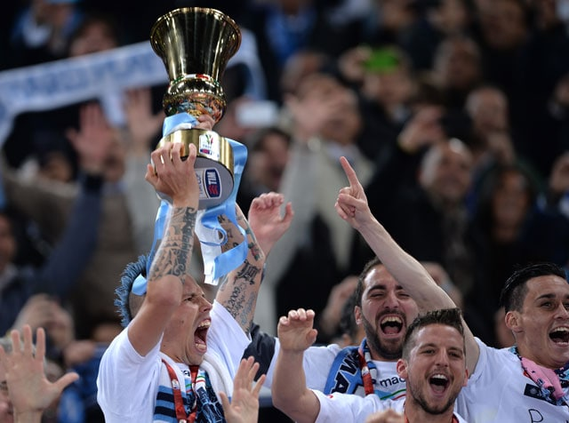Ten-Man Napoli Beat Fiorentina in Violence-Marred Italian Cup Final