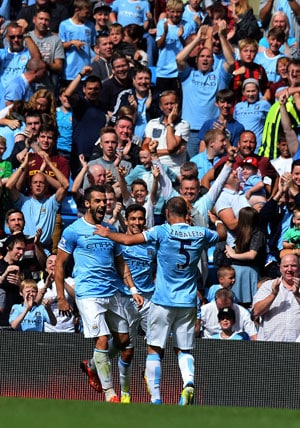 Manchester City strain to overcome Hull City