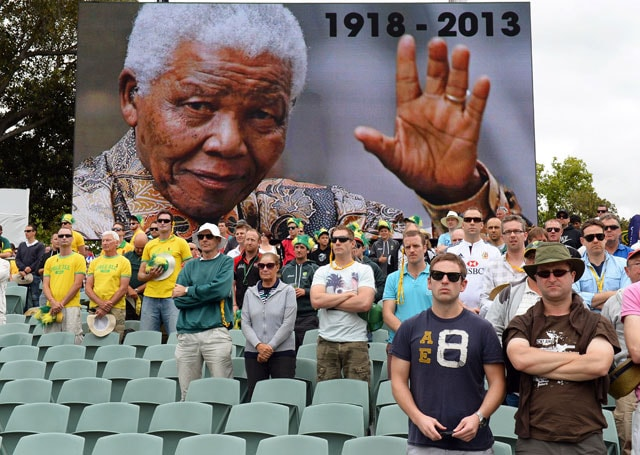 The Ashes: Australia, England teams pay tribute to Nelson Mandela