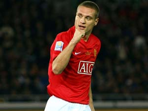 Manchester United's Vidic aims to be back for new season