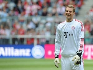 Frosty reception for Neuer from Bayern's fans