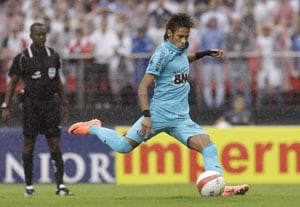 Neymar leads Santos to 2-1 win