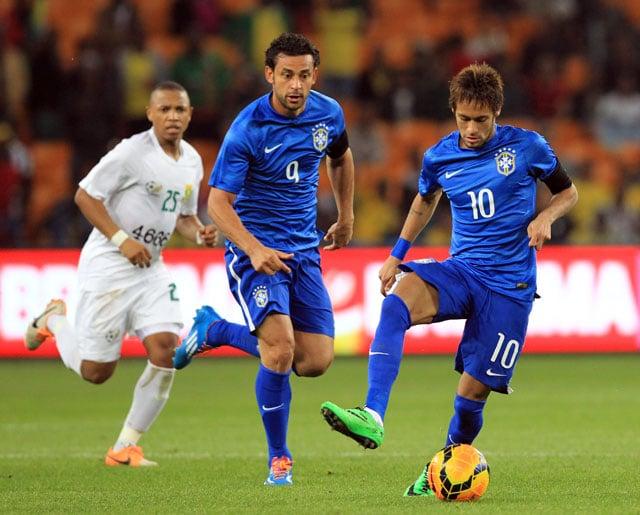 Neymar scores hat-trick as Brazil thrash South Africa 5-0