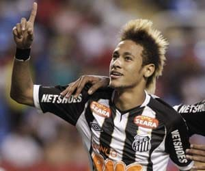 Neymar to stay with Santos until 2014 World Cup