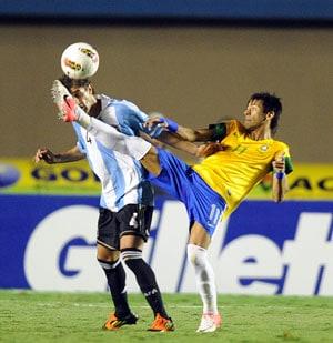 Neymar stars in Brazil's 2-1 win over Argentina