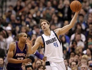 Nowitzki leads Mavericks past Suns in 1,000th game