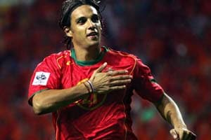 Nuno Gomes completes Blackburn Rovers move