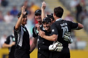 Kiwis, Sri Lanka battle for group honours