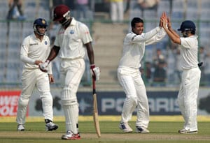 Ojha thanks Dhoni for giving him the new ball