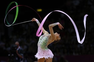 London 2012 Gymnastics: Evgeniya Kanaeva retains gold