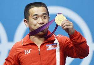 London 2012 Weightlifting: North Korea's Om Yun-Chol thanks 'Great Leader'