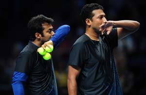 Paes-Bhupathi win to stay in hunt at ATP Finals