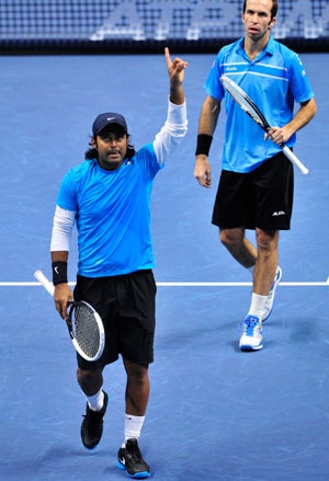 Leander Paes-Radek Stepanek qualify for semi final of ATP World Tour Finals