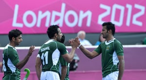 Hockey team returns to mixed reactions in Pakistan