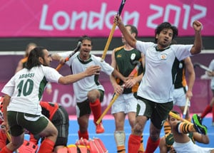 Pakistan edge South Africa in nine-goal thriller