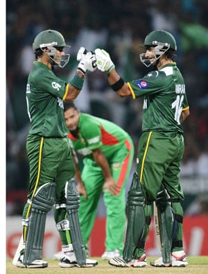 World T20: Imran Nazir, Pakistan hammer Bangladesh; storm into super-eights
