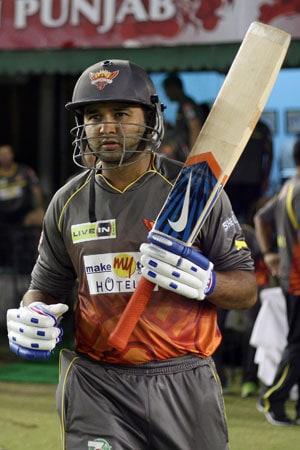 IPL 2013: Darren Sammy, Parthiv Patel script big win for Hyderabad