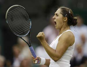 Paszek sends Wozniacki crashing in opening round at Wimbledon