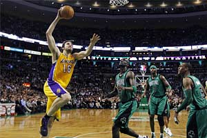 Block on buzzer gives Lakers win over Celtics