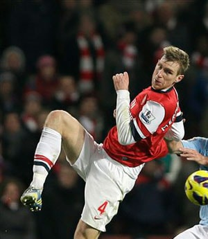 Arsene Wenger banks on Per Mertesacker to fix fine mess