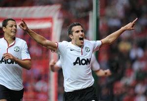 Robin van Persie hat-trick fires Manchester United, Arsenal sink Liverpool