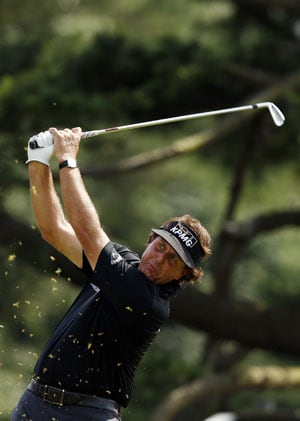 Golf: Early bird Phil Mickelson grabs lead at US Open