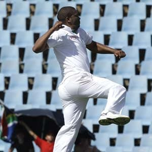 Philander injures left knee ahead of Durban test