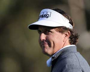 Phil Mickelson maintains PGA lead at Riviera