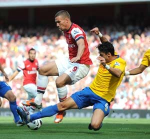 Podolski shines again as Arsenal pump 6 past Southampton