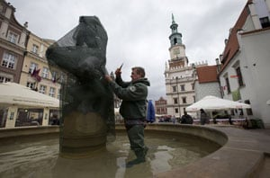 Euro 2012: Statues wrapped for protection from fans